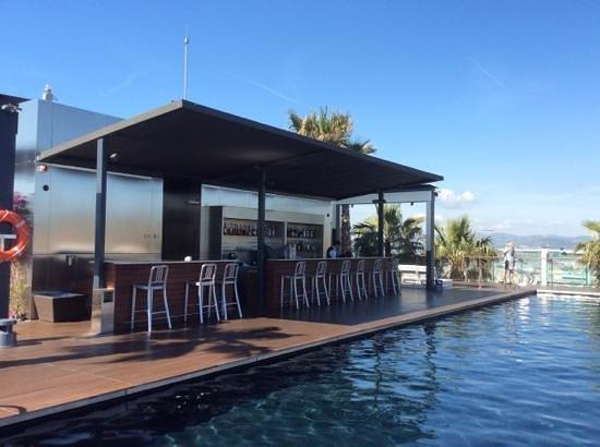 Renaissance Barcelona Fira Hotel: Pool bar, Luis serving