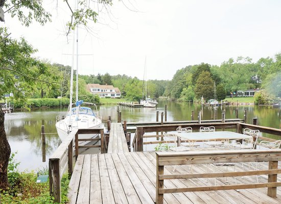 Bay Cottage Bed & Breakfast : After the rain, ready to party on the water!!!!