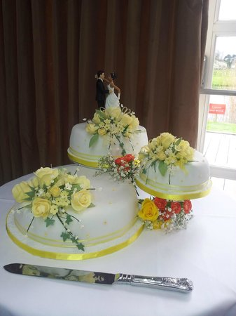 Prested Hall Hotel: Our Cake
