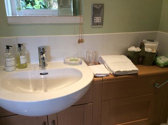 Teal Cottage : the lovely toiletries and vanity items!
