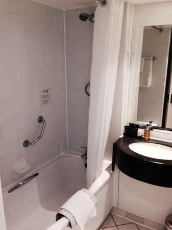 Strand Palace Hotel: Bathroom