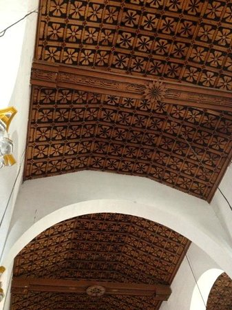Catedral de San Cristobal de Las Casas : Amazing woodwork on the ceilings...