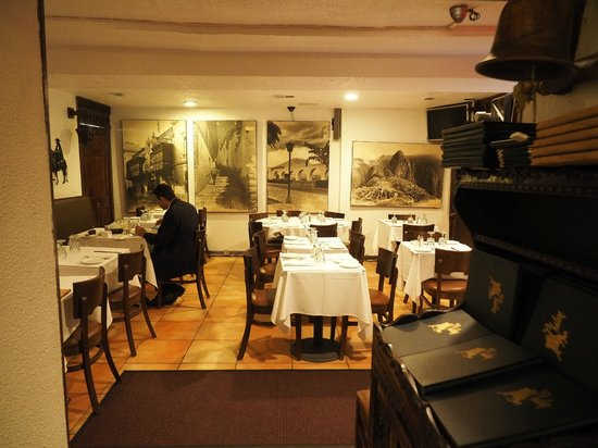 El Chalan Restaurant: Main dining room