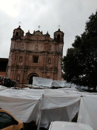 Templo de Santo Domingo: Too bad the street vendors ruin the view!