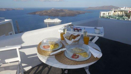 Aria Suites, • A-la-carte American Champagne breakfast served in Rigolleto balcony with caldera