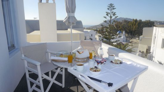 Aria Suites, • A-la-carte American Champagne breakfast served in Rigolleto balcony with east sid