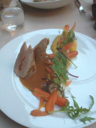 l'u.ni : Mignon de porc fourré au chorizo, déclinaison de carottes cuites et crues, purée de carotte lard