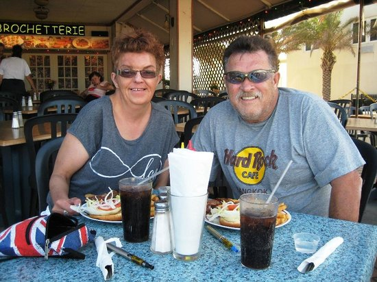 Hollywood Beach Coral House: Our favorite boardwalk eatery.