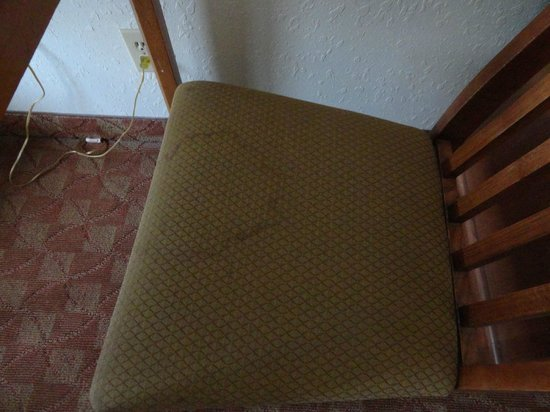 Comfort Inn Lafayette: Stained chair