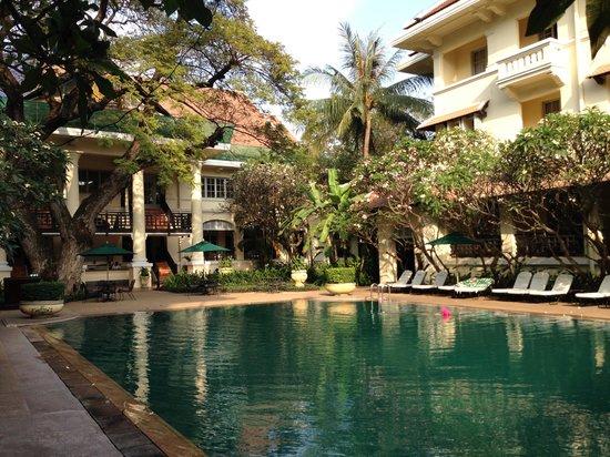 Raffles Hotel Le Royal: une vue de la piscine