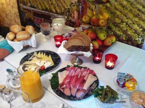 Casa Toscana Gastehaus Bed & Breakfast : Verwöhnfrühstück