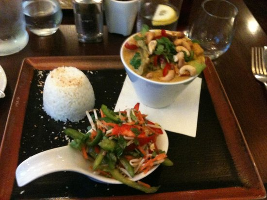 No17 Restaurant & Lounge: Veggie thai curry