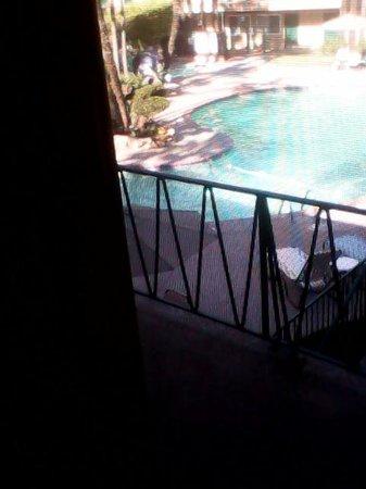 Kings Inn San Diego: pool from inside rm 272 upstairs