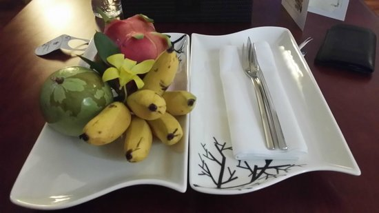 Rex Hotel: Daily complimentary fruits