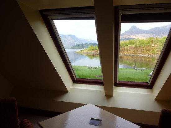 Isles of Glencoe Hotel & Leisure Centre: View of the lake from room