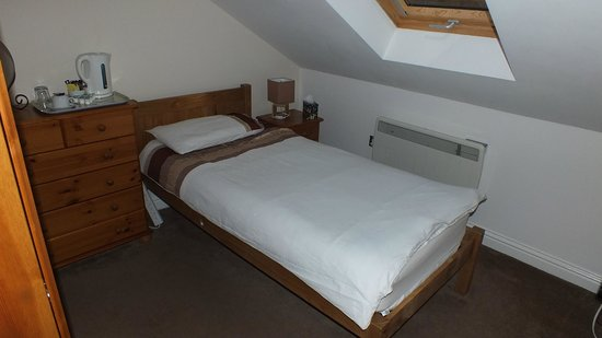 The Town House: Single en-suite room