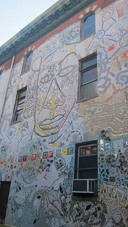Philadelphia's Magic Gardens : Mosaic on the outside wall in ally