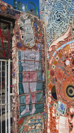 Philadelphia's Magic Gardens : Another wasll mosaic