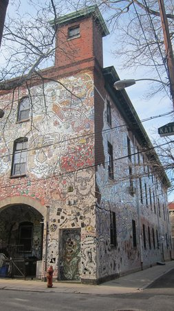 Philadelphia's Magic Gardens : Back and side of the building wall.