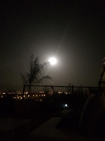 Riad Braya : full moon from the terrace