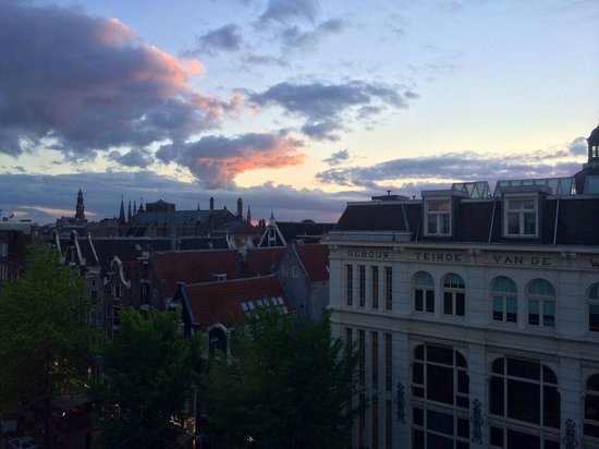 Crowne Plaza Amsterdam City Centre: View from our room on the 6th floor at sunset