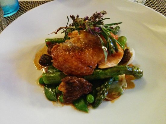 Le Fournil : Guineafowl with asparagus, mushrooms, peas, and spring onions