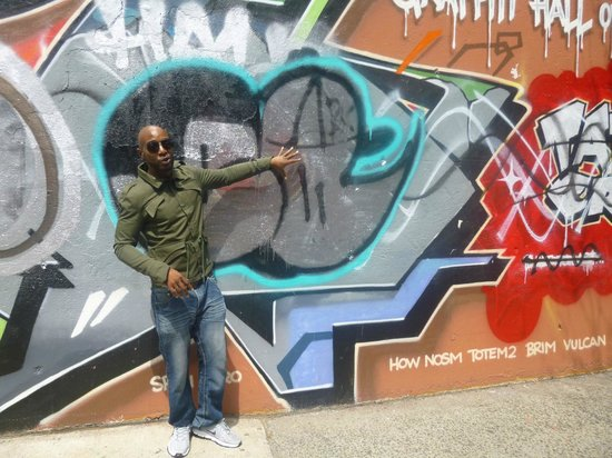Hush Hip Hop Tours : Raheim in front of the Graffiti wall of fame