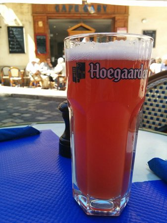 Café Gaby: Hoegaarden Rose on the patio of Cafe Gaby