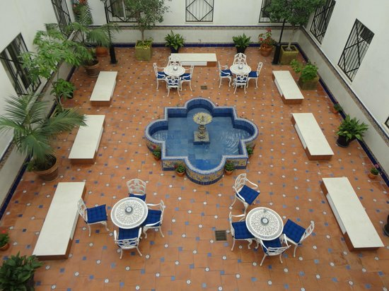 Hotel Eurostars Regina : patio interno dell'hotel