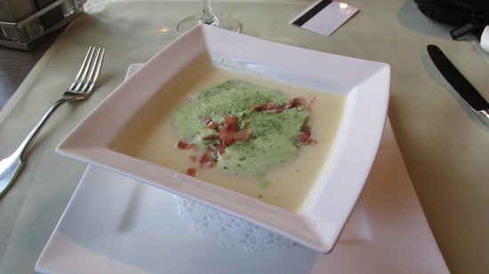 Hotel Platanenhof: Best soup anywhere - asparagus, wild garlic, herbs, wild boar capaacio