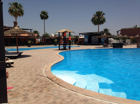 Aqua Fun Club Marrakech : Pool by block c - animation and bar in corner :-)