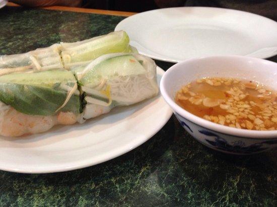 Thmor Da Restaurant: Fresh rolls with shrimp