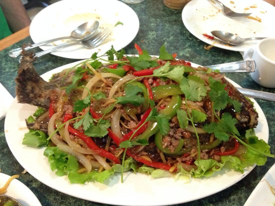 Thmor Da Restaurant: Whole fried fish (serves 2+ people)