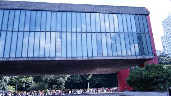 Museu de Arte de Sao Paulo Assis Chateaubriand - MASP: Vista extrena do MASP