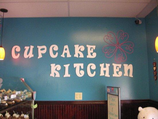 Cupcake Kitchen: Behind counter