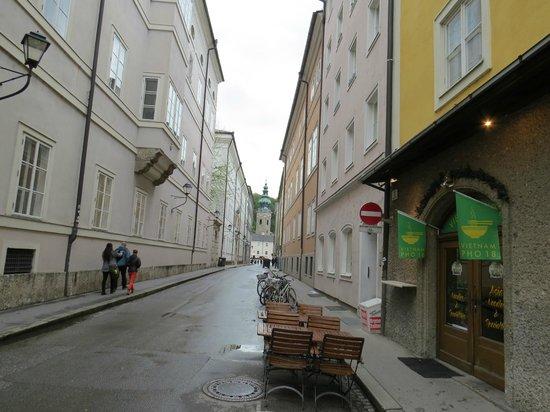 Pho 18 - Salzburg - vista da rua