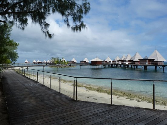 L'Escapade Island Resort : Vue des bungalows