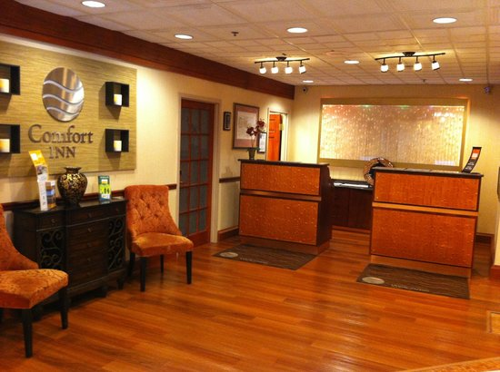 Comfort Inn Shady Grove: Front Desk