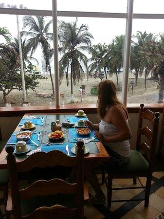 Hotel Almirante Cartagena Colombia : Desayunador con vista a la playa