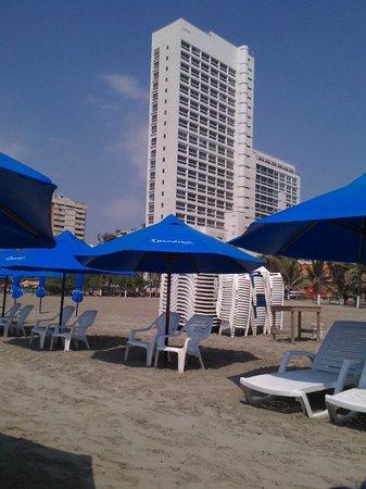 Hotel Almirante Cartagena Colombia : Vista del hotel desde la playa
