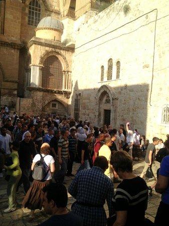 Église du Saint-Sépulcre (Jérusalem) : The Church of the Holy Sepulchre (crowds!)