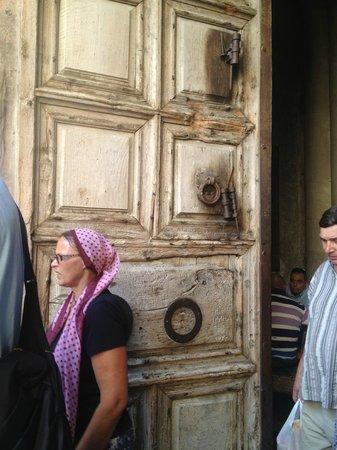 Église du Saint-Sépulcre (Jérusalem) : Doors entering The Church of the Holy Sepulchre