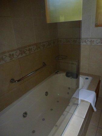 Bosque Dormido Cabañas & Spa : Baño con Hidromasaje