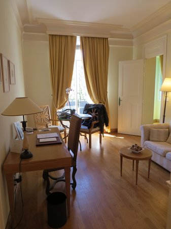 Hotel de la Cite Carcassonne - MGallery Collection: living area of suite