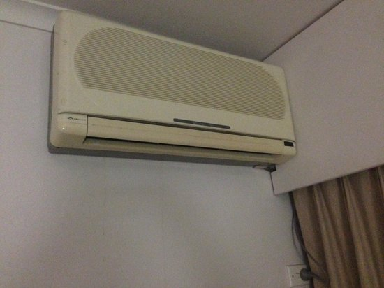 Ibis Styles Cairns : Air con unit