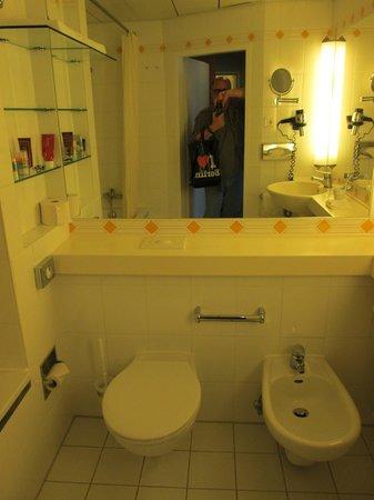 Derag Livinghotel Grosser Kurfürst: room 512 bathroom