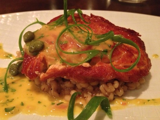 Lot 30 Restaurant : Course 2/5 - Salmon atop risotto with capers