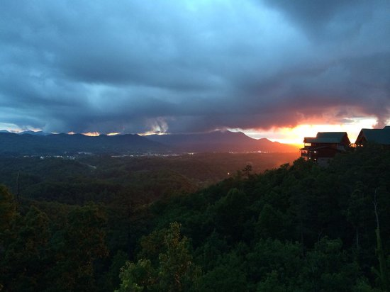 Starr Crest Resort: Sunset at A Bears View