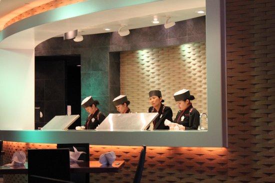 Tokyo Dining: où ils préparent les sushis...