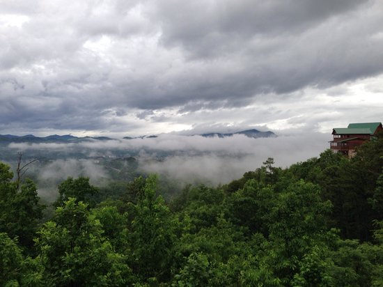 Starr Crest Resort: Clouds at A Bears View